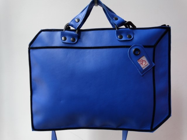 koffer leer blauw