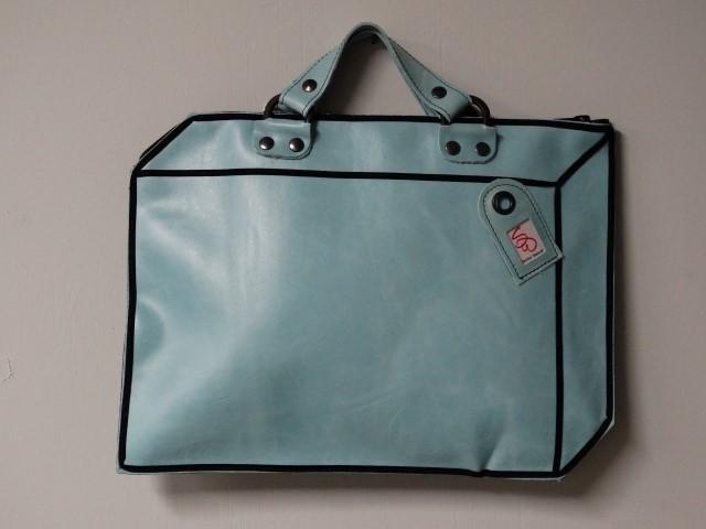 koffer licht blauw leer