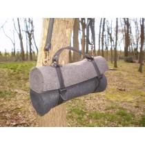 WoolWrap -duo roll- two color -one BAG! Het lijkt een dekenrol..maar is een tas! De tas wordt afgesloten met een rits onder de flap.